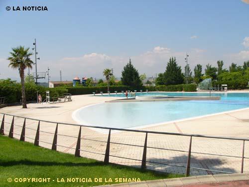 La noticia calahorra la rioja las piscinas municipales de for Piscinas con toboganes en la rioja